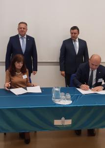 GIZ ACS z madžarskim avtomobilskim grozdom MAJOSZ podpisal sporazum o razvoju tehnologije brezžične polnilne infrastrukture